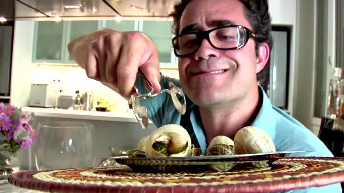 Rodrigo Leitão Provando escargot no CNCV